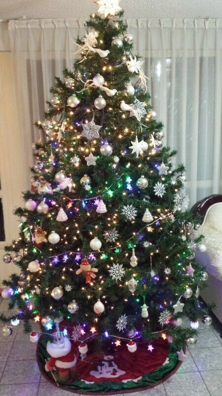 Árbol de Navidad, MUY BONITO, EN EXCELENTES CONDICIONES,