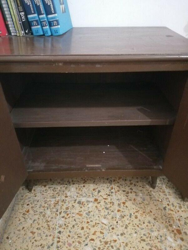 Mueble de madera para estudio