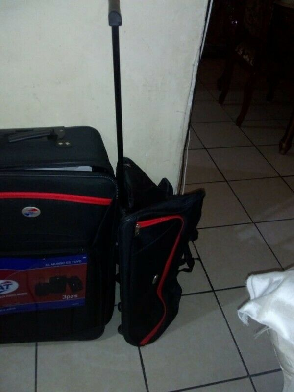 """Set de 3 Maletas de viaje AT """" y maletín"""