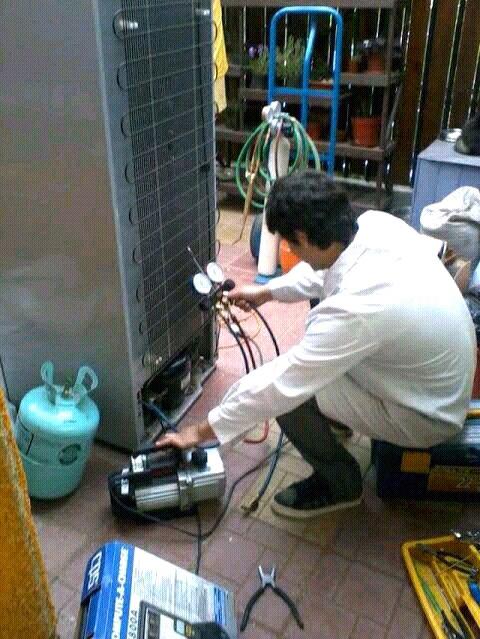 Tecnico en reparación de refrigeradores y neveras.Cargas de