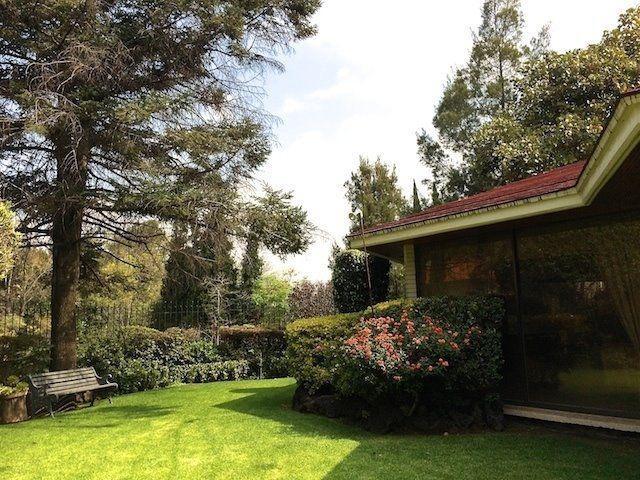 Venta Casa en estupendo terreno, Bosques De Las Lomas,