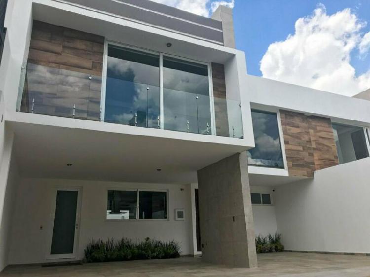 Casas Nuevas en Venta en Metepec con jardín y 4