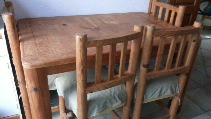 Comedor rústico madera con 4 sillas recién tapizadas