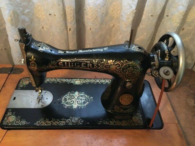 Maquina de coser SINGER  funcionando en buen estado