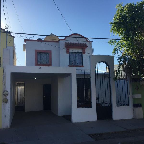 Se Renta Casa Amueblada 3 Recámaras 2.5 Baños, entrada