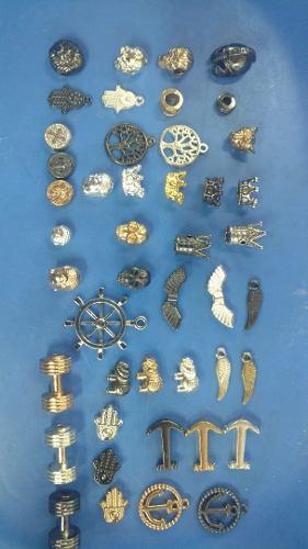 150 Gramos De Dijes Corona Cascos Y Varios Modelos Mas