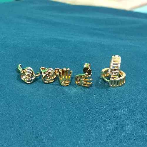 Aretes Broquel Tipo Rolex Y Huggies De Oro Laminado