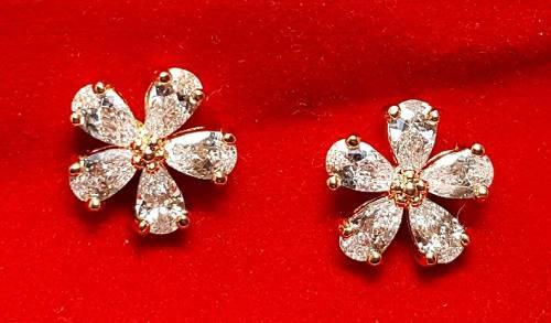Aretes De Flor En Oro Y Zirconias Calidad Diamante.