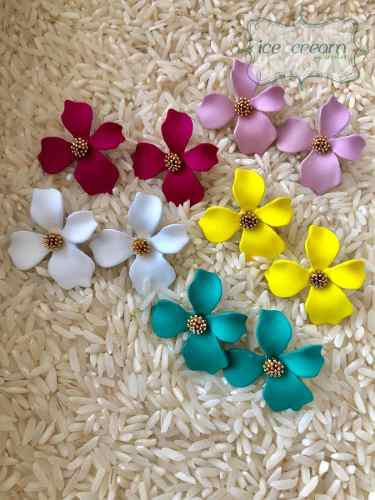 Lote 6 Aretes Flor Resina Varios Colores