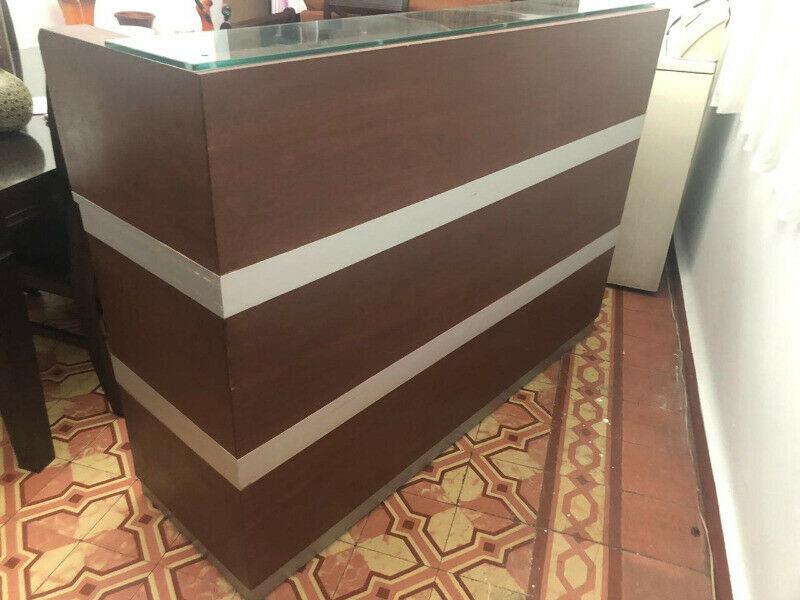 Mueble de madera para casa u oficina