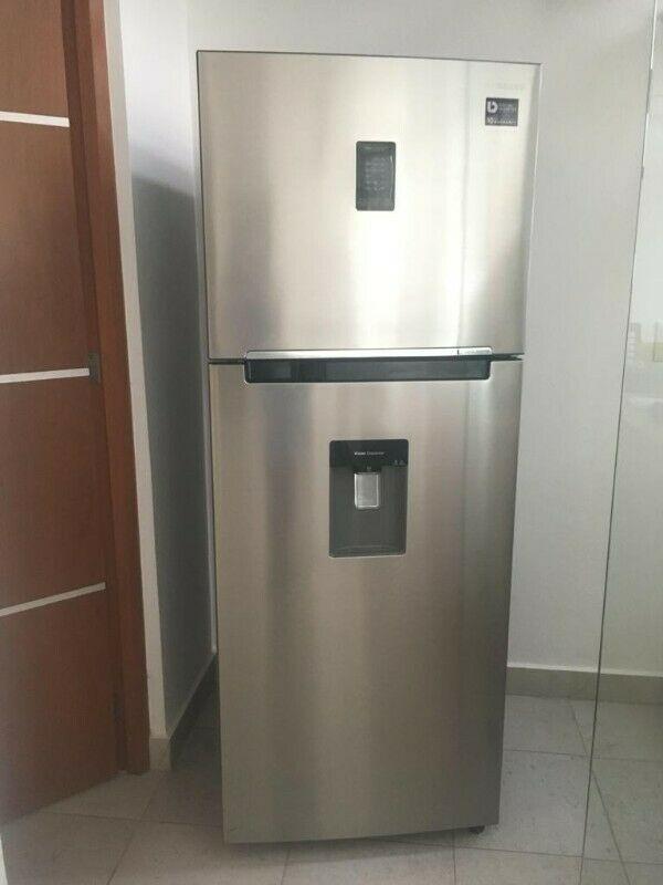 Refrigerador Samsung 14P Silver Twin Cooling Despachador de