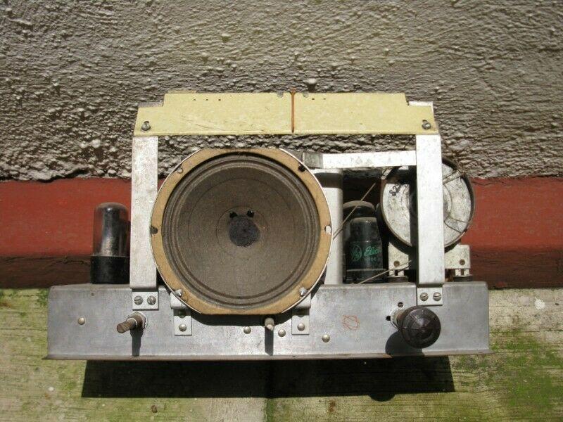 Radio PILOT, antiguo, caja de madera en excelente estado y