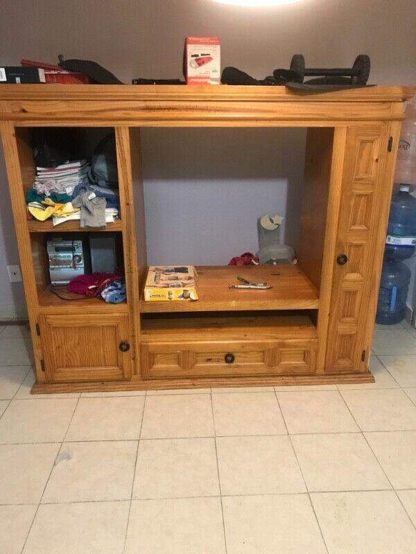 Cama y mueble de tv
