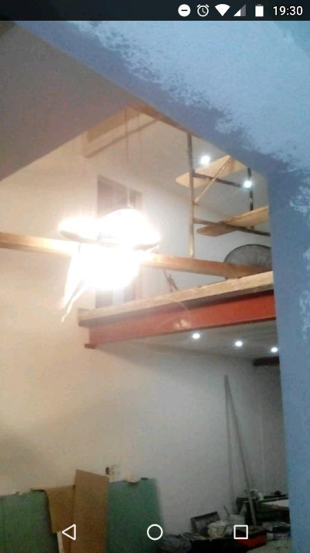Linda lámpara Saturno ideal para interiores decorativa