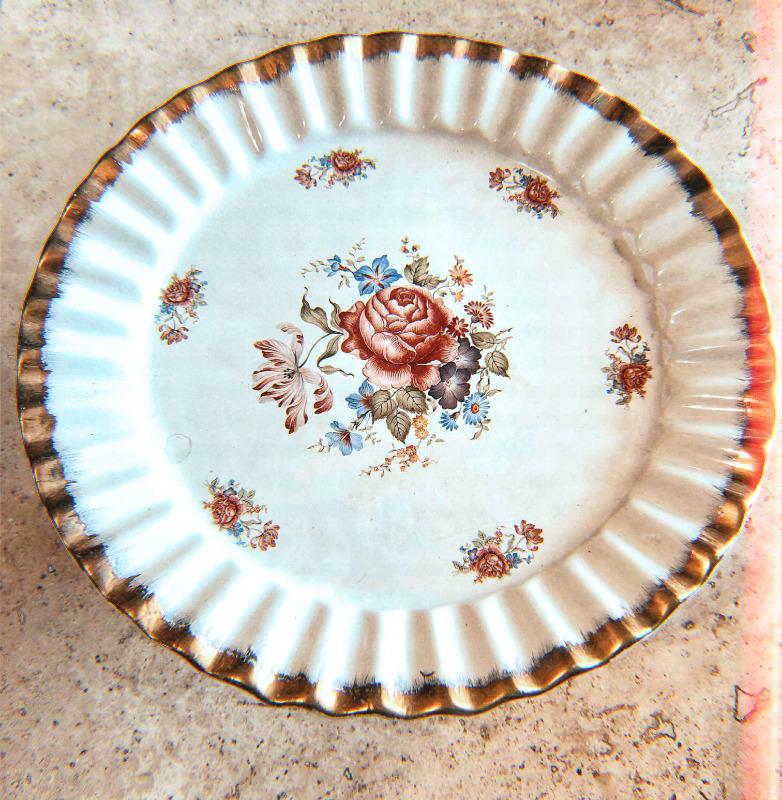 Frutero o centro de mesa fabricado en cerámica de