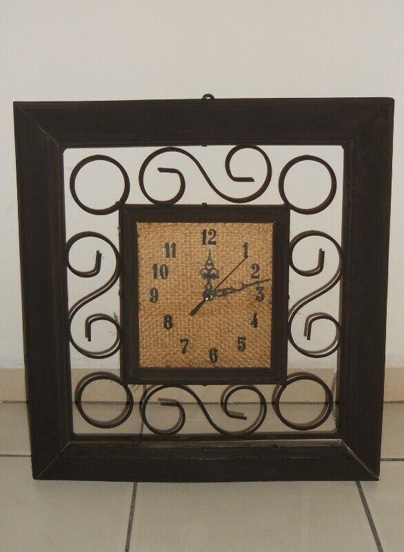 reloj quartiz en madera y forja color chocolate. llamadas o