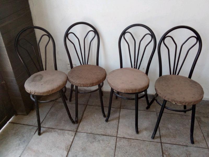 Cuatro sillas para antecomedor