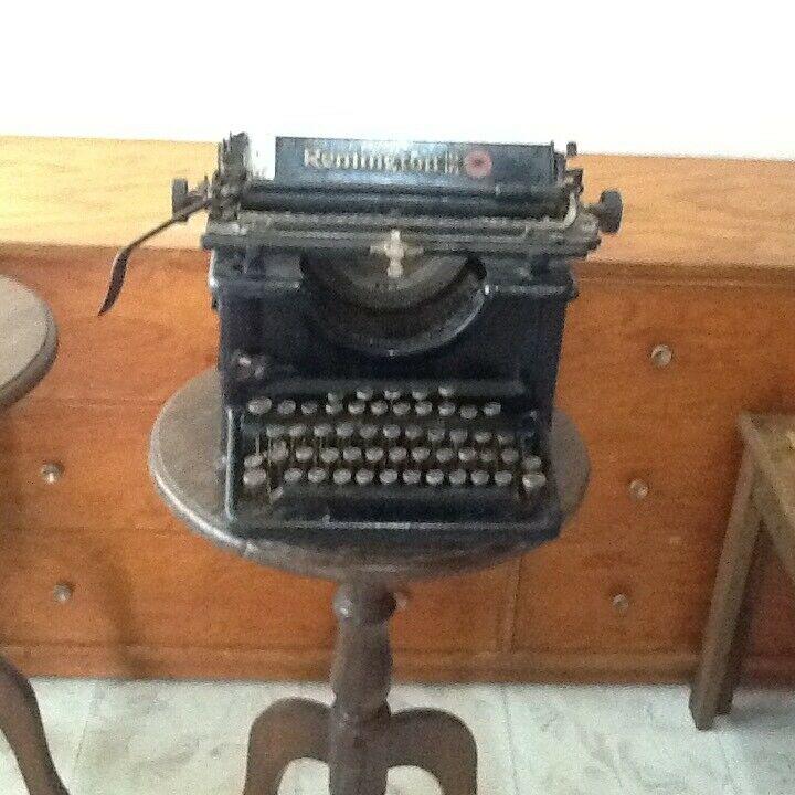 Maquina de escribir antigua Remington 16
