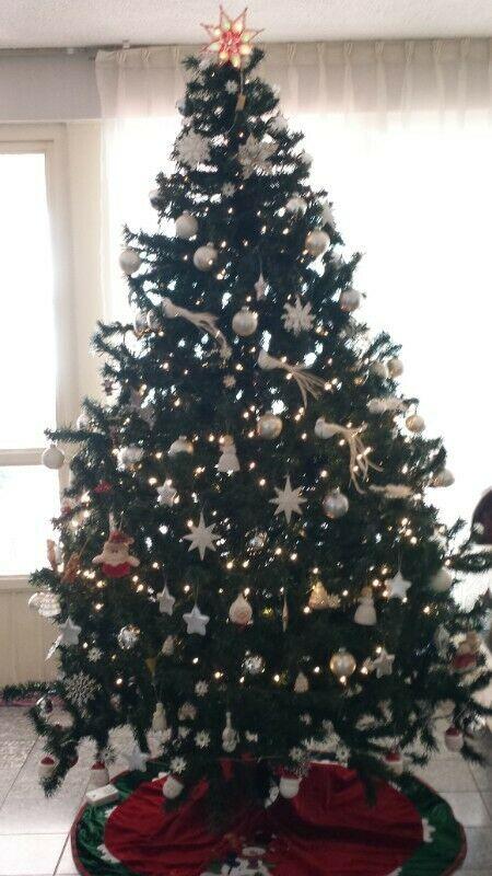 Árbol de Navidad MUY BONITO, PRECIOSO, EN EXCELENTES