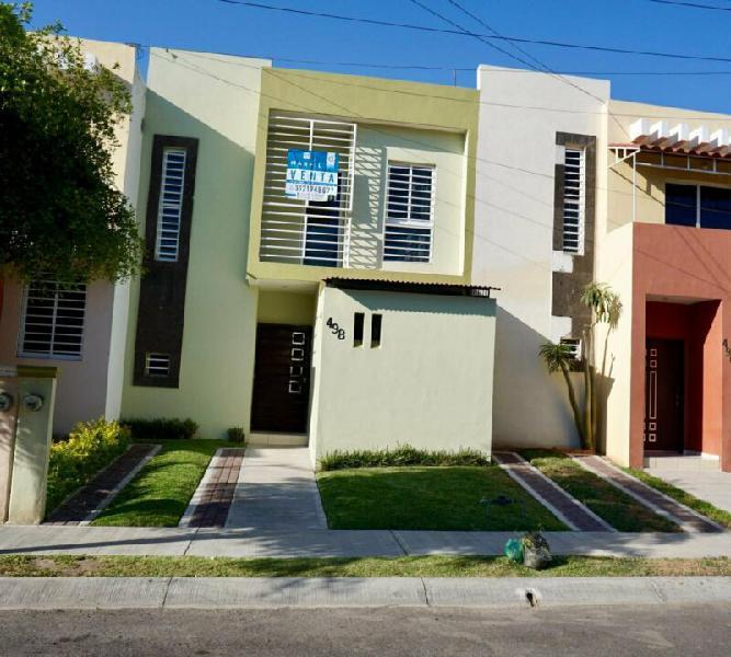Casa en Venta de 2 Recámaras cerca de Pablo Silva y Tercer