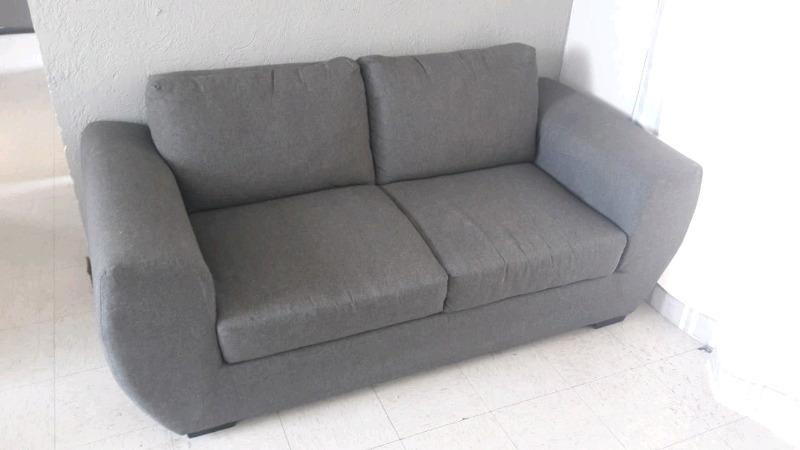 sala: sofá y sillón