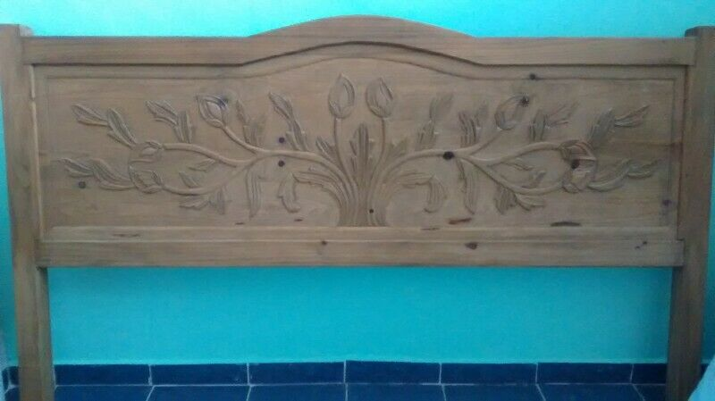 Cabecera King Size de madera tallada