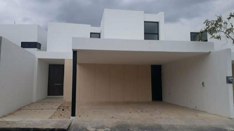 Casa en Renta de 3 Recamaras con Piscina /