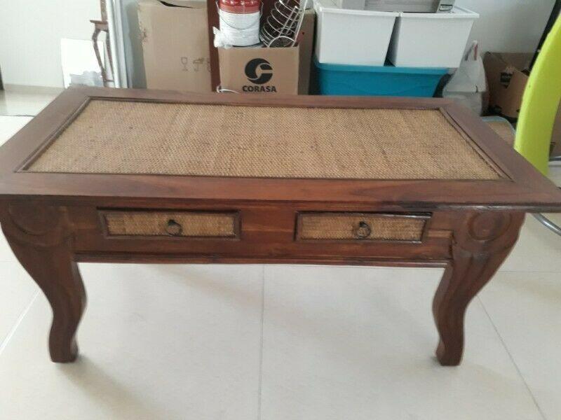 Mesa de centro de madera de teca y membrillo