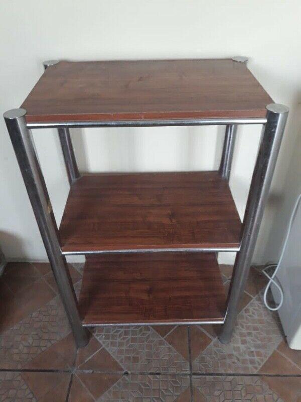 Mesa de madera para ordenar.