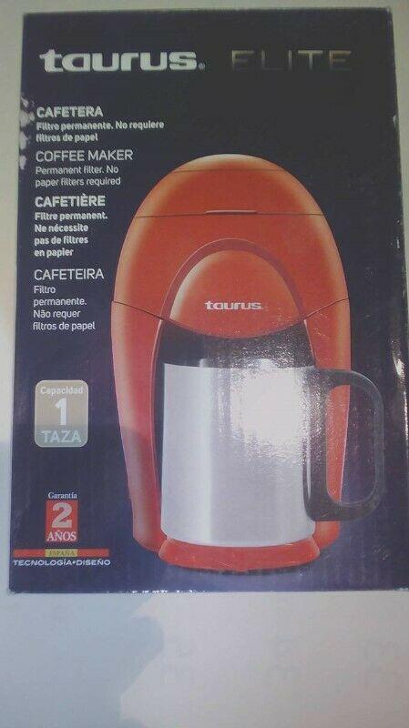 Cafetera c/1 taza de acero Taurus, Nueva