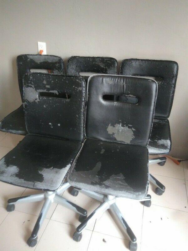 4 sillas de piel color negro