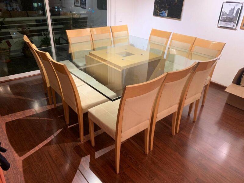 Mesa comedor de vidrio con 8 sillas seminuevo