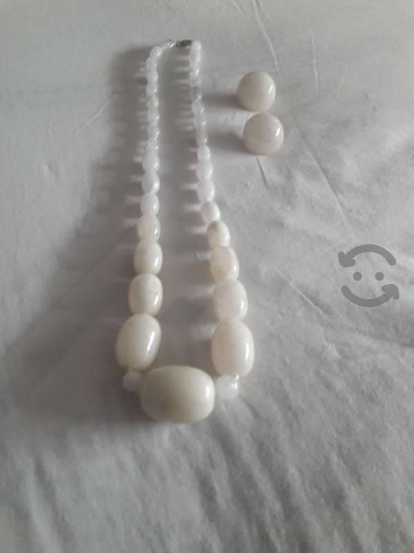 Juego de collar y aretes color blanco