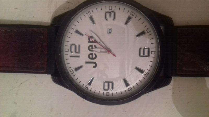 Reloj para caballero marca Jeep