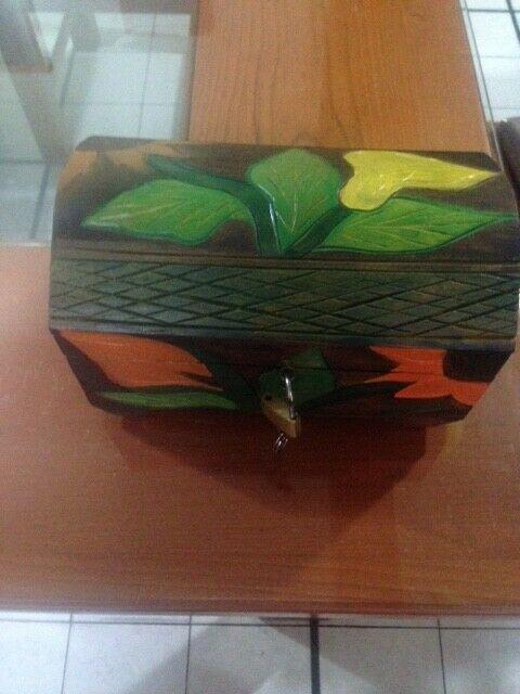 Cofre de madera rustico.