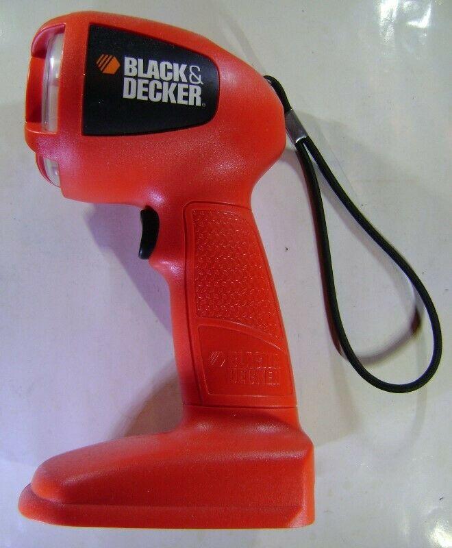 Linterna Black & Decker de 14.4 volts, nueva