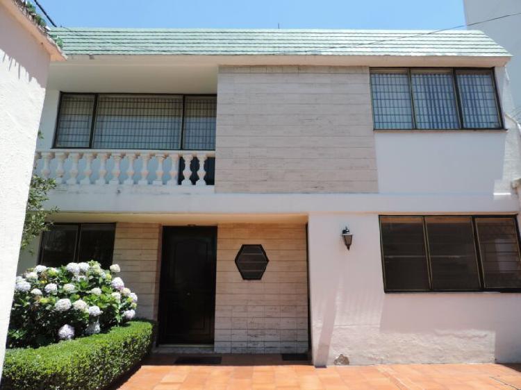 Casa en venta con 3 recámaras en San Clemente, Calzada de