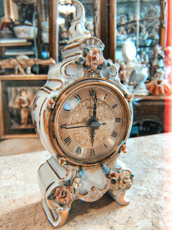 Reloj electrónico estilo antiguo funcionando