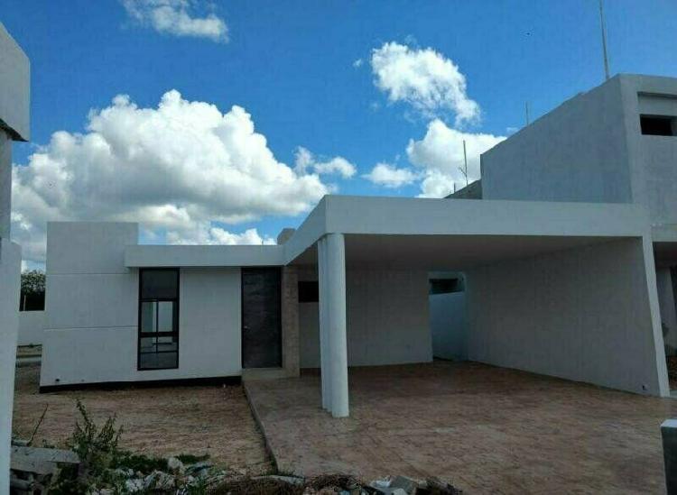 Casa en venta de 1 planta y 3 recámaras en Conkal Privada