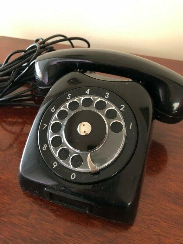 Teléfono de disco antiguo negro