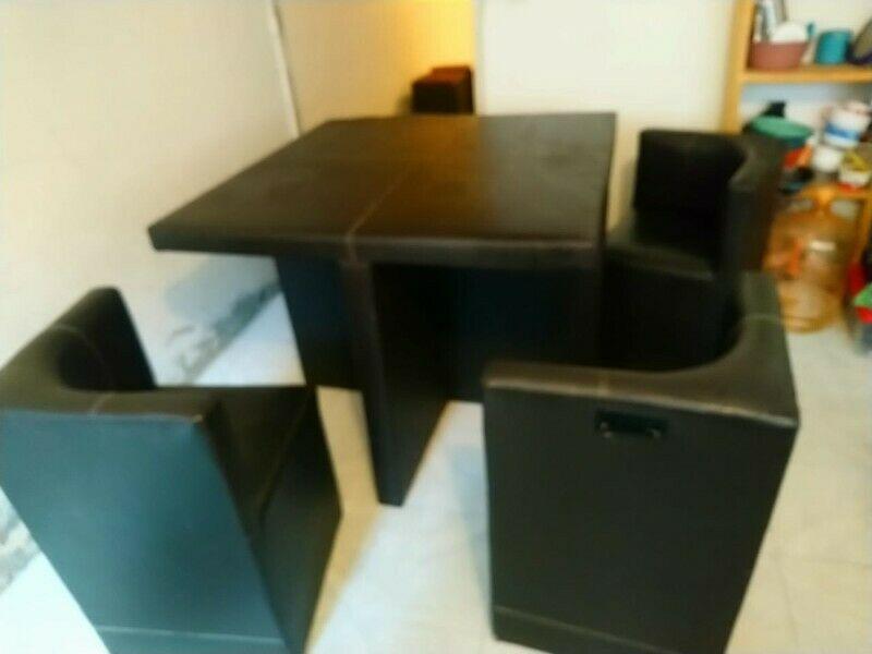 Comedor Cubo 1X1, con 4 sillas en tactopiel color café