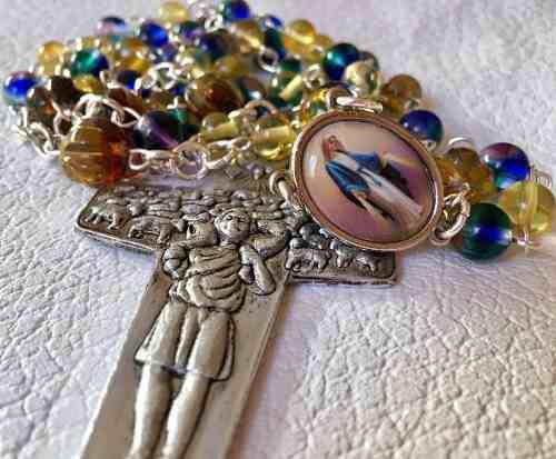 Rosario Medalla Milagrosa Ámbar Cruz Papa Estuche Piel