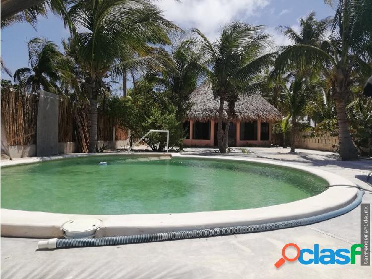 Casa sobre el la playa remodelada con 12m lineales