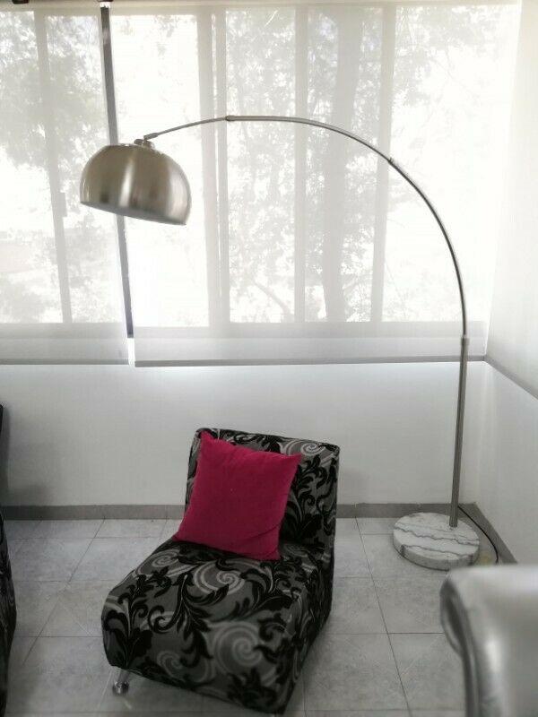 Moderna lampara de pie
