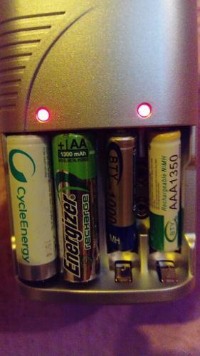 Cargador De Baterías Recargables 9v, Aaa Y Aa + 4 Baterias