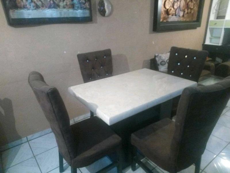 Comedor mármol 4 sillas color crema ((REMATO SOLO $!!!