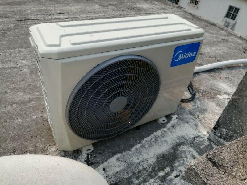 Reparación e instalación de equipos de aire acondicionado.