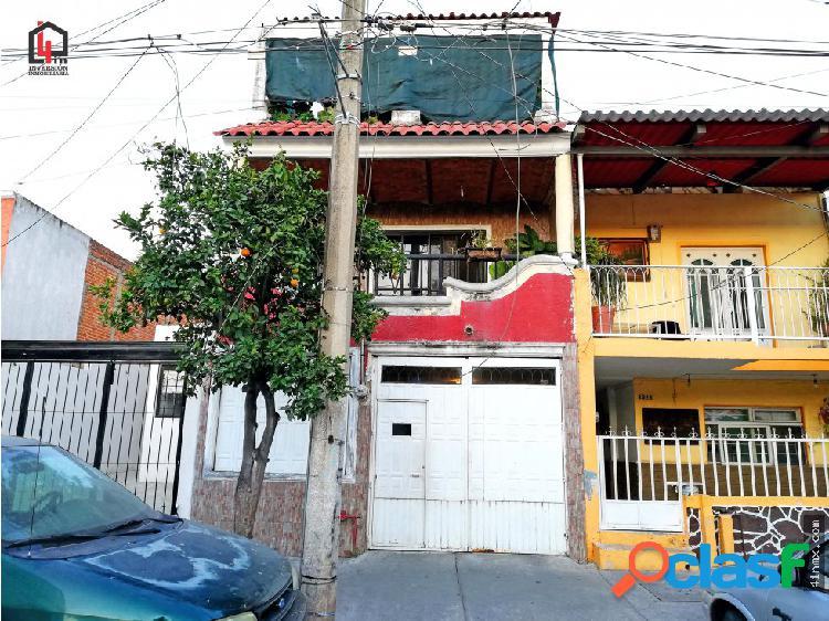 Casa de 3 pisos en Col. Balcones de Oblatos, Gdl.