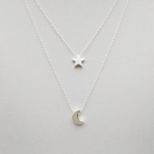 Collar Doble En Color Plateado Dije De Luna Y Estrella