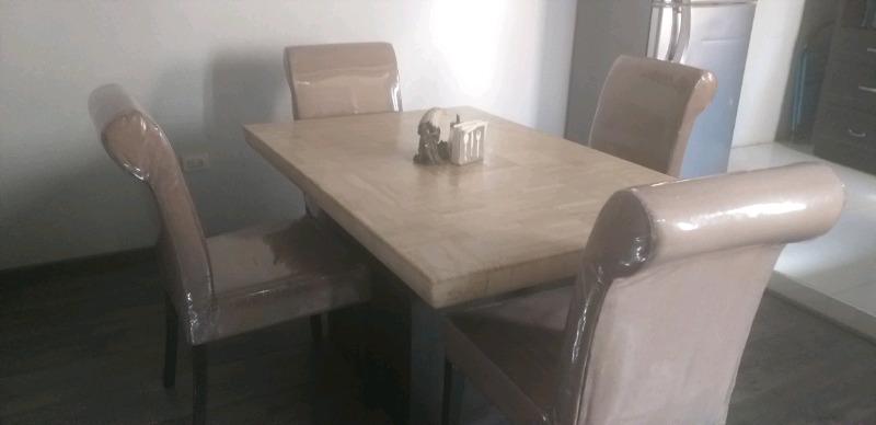 Comedor de marmol y mesa centro